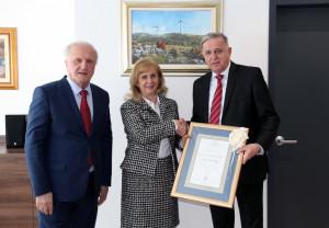 Povelja zahvalnosti Matice hrvatske generalnom direktoru EPHZHB-a